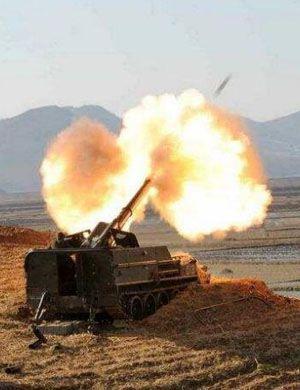国产新火箭炮首次公开射击 命中百公里外小旗