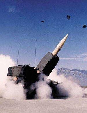 我军新型远程火箭炮大漠中齐射16枚弹全部命中