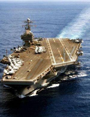 多带几个小弟!美罗斯福号航母携新加坡海军在南海演习