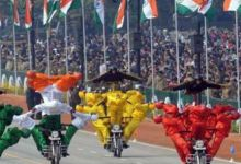 国际杂技大赛金奖!印度阅兵摩托车挑战高难度花式动作