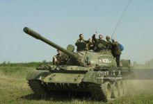 为桥梁抗压测试 苏军66辆T-55坦克上桥一字排开