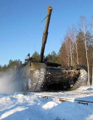 T14不够用了?俄罗斯魔改版T80坦克内部曝光