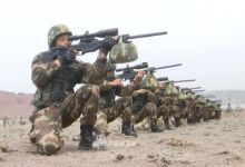 反恐精英实弹训练!我武警新疆总队狙击手弹无虚发