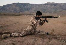 柔韧性很好!伊朗民兵训练战术动作干净利索