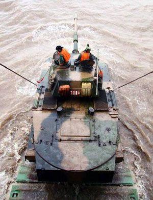 老炮也要登陆台湾!我军63A两栖坦克海上霸气战斗射击