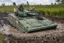 给毛子露一手!我军04A步战车在上合军演纵横泥潭