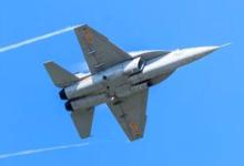 猎鹰当空舞!中国JL-10高教机亮相空军开放日