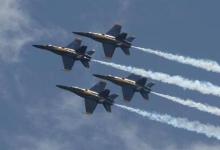视觉盛宴:美军与加拿大三支飞行表演队首次同框