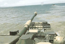 拿下对岸易如反掌!我军演练抢滩登陆05战车一往无前