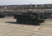 多款新武器参阅:俄军进行红场阅兵彩排