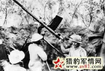 巴拉圭士兵使用缴获的高射炮对付玻利维亚的防御工事和机枪掩体