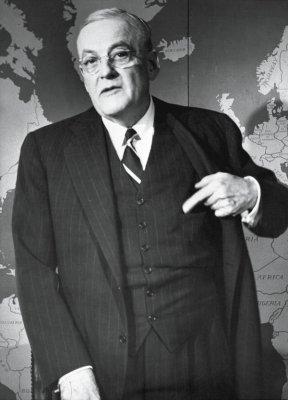 1950年4月6日,杜勒斯被任命为美国国务院最高顾问,接管国务院远东事务及对日媾和问题