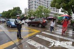 上海高考第二日考生状况百出 路遇拥堵电梯关人