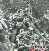 对越作战中的民兵:在敌人的枪口下为解放军抢水
