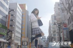 东京娇俏女巨人出没 站在她们脚下有大好福利