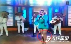 42岁墨西哥女歌手节目唱到忘情 卫生棉飞出
