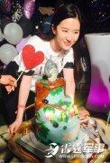 刘亦菲28岁生日派对 男友宋承宪甜蜜陪伴